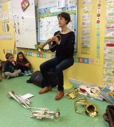 Une trompettiste à l'école